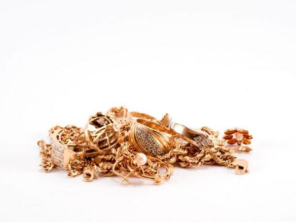 10516593 - a pile of scrap gold
